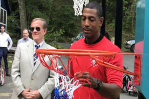 Kevin Ollie raising the net