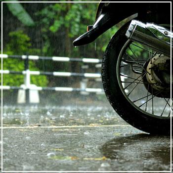 blog-motorcycle-rain